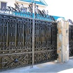 Кованый забор с натуральным камнем
